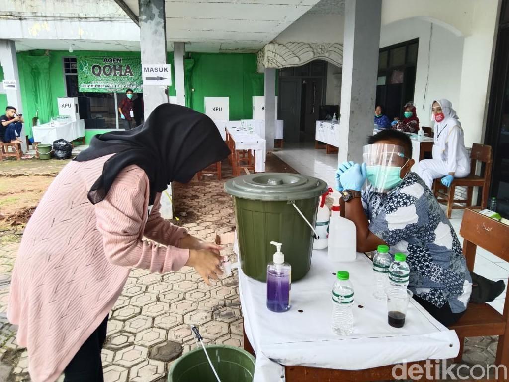 Tenda Roboh Diterjang Angin, Sejumlah TPS di Cianjur Dialihkan ke Gedung