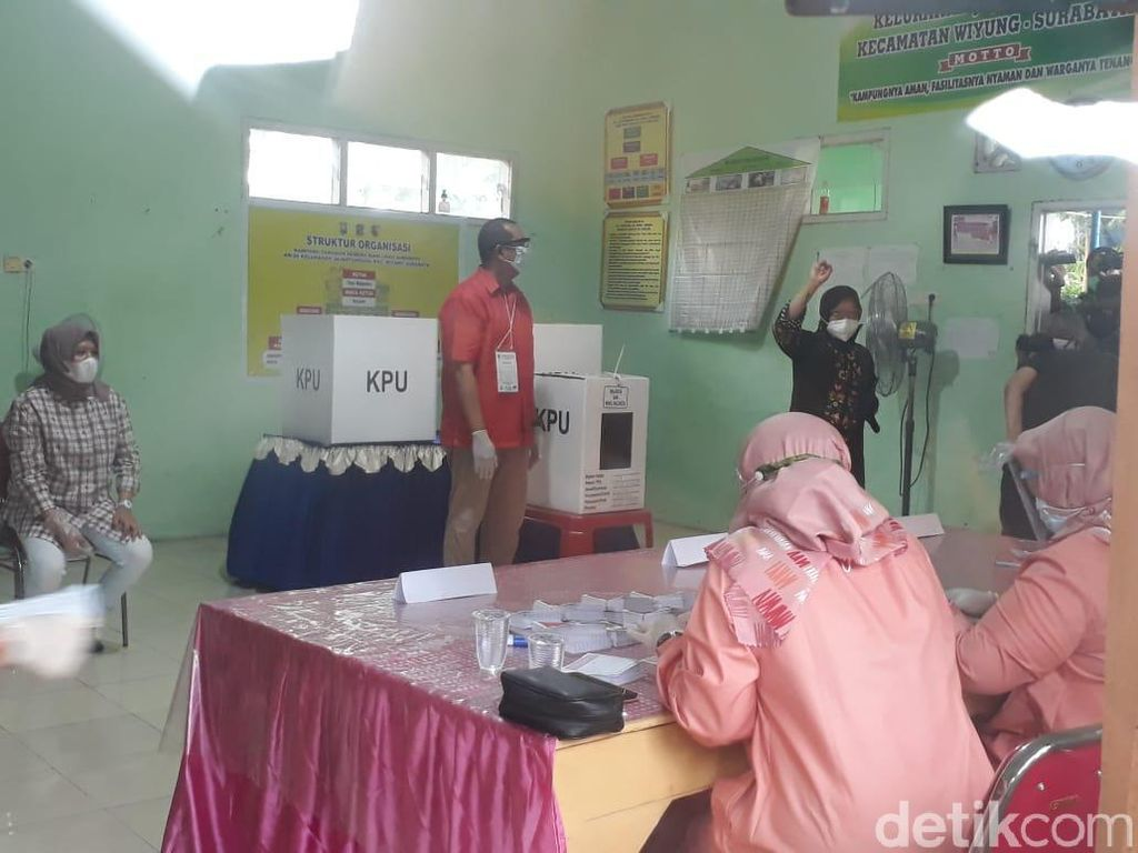 Momen Risma Semangat Nyoblos di Pilwali Surabaya 2020