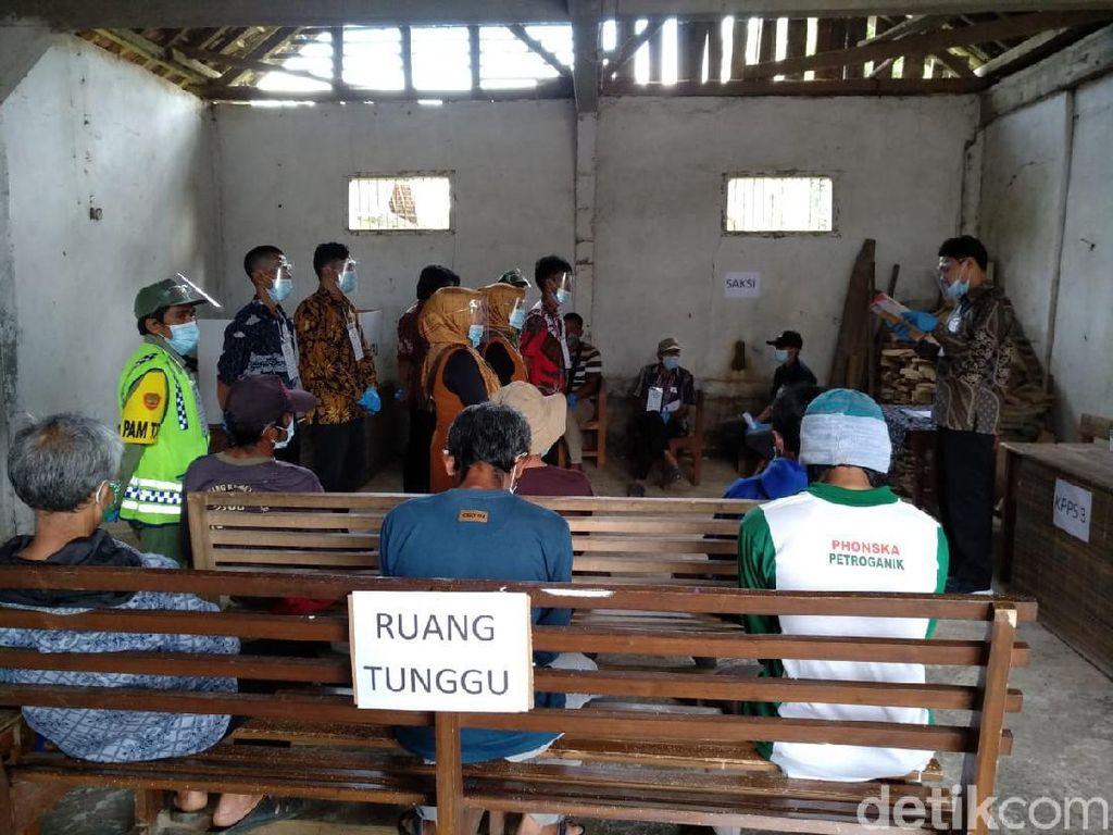 Momen Warga Adat Kampung Naga Tasikmalaya Menyalurkan Hak Pilihnya