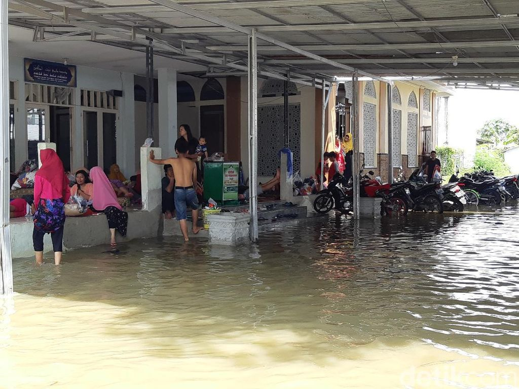 Curhat Warga di Lokasi Banjir Serang: Boro-boro Mikirin Nyoblos