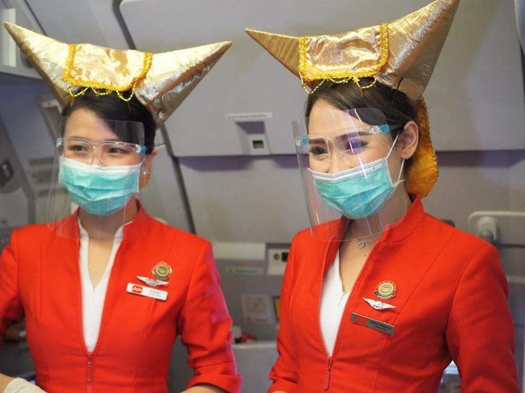 Terbang Perdana Jakarta-Padang, AirAsia Bagi-bagi Nasi Padang