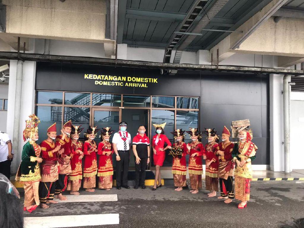 AirAsia Terbang Perdana Jakarta-Padang, Akhirnya!