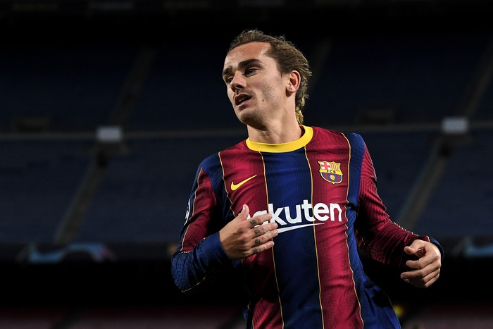 BARCELONA, SPAIN - DECEMBER 08: Antoine Griezmann of FC Barcelona looks on during the UEFA Champions League Group G stage match between FC Barcelona and Juventus at Camp Nou on December 08, 2020 in Barcelona, Spain. Sporting stadiums around Spain remain under strict restrictions due to the Coronavirus Pandemic as Government social distancing laws prohibit fans inside venues resulting in games being played behind closed doors. (Photo by David Ramos/Getty Images)