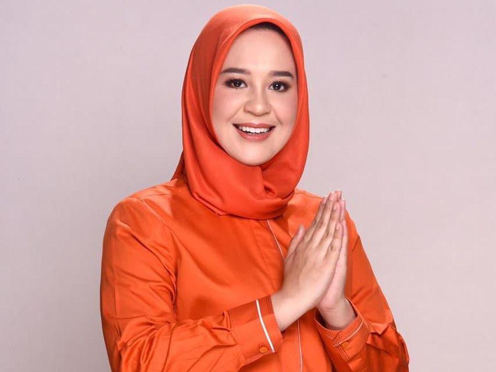 8 Gaya Hijab Fatmawati Rusdi Calon Wakil Wali Kota Wanita Pertama Makassar