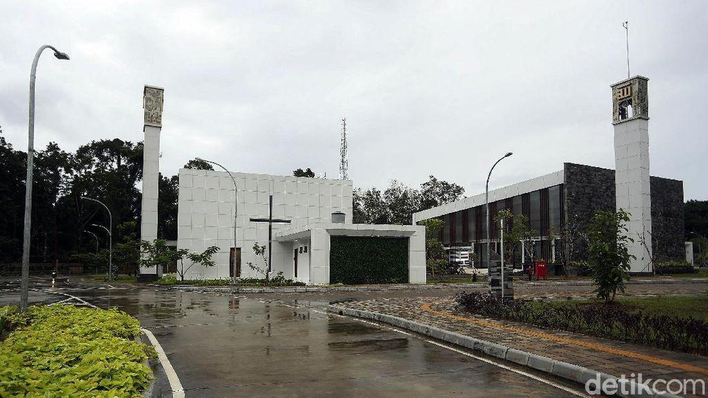 Indahnya Keberagaman, Gereja-Masjid di PLBN Aruk Berdiri Berdampingan