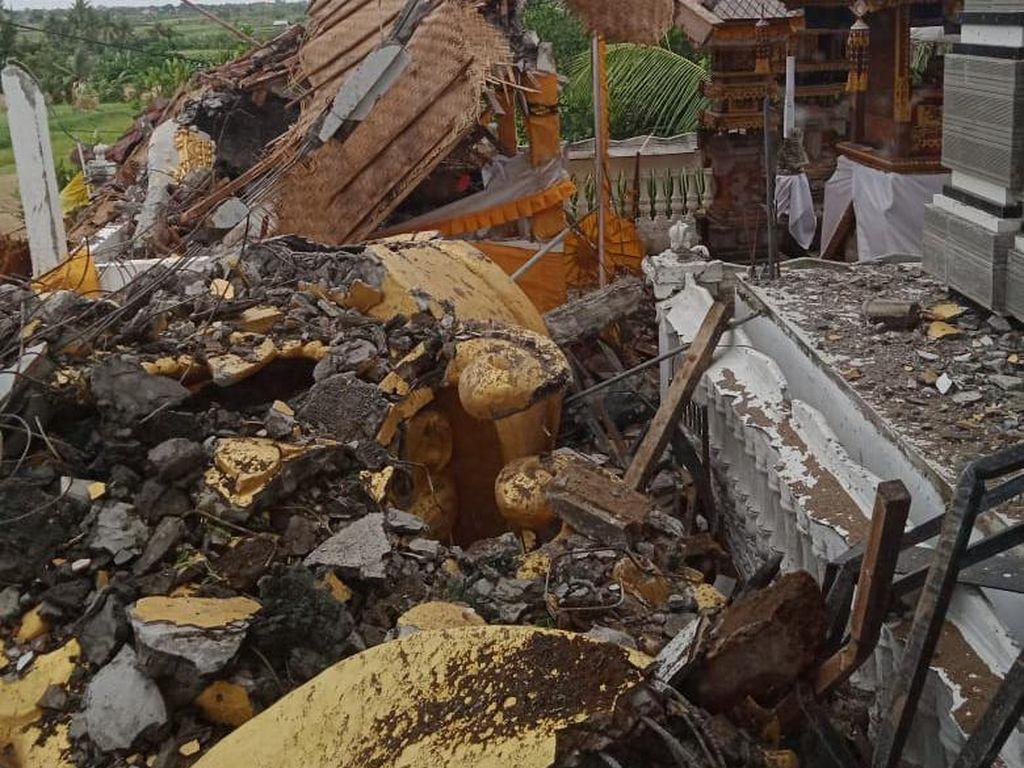Angin Puting Beliung Porak-porandakan Patung Bajra Sidhi di Badung
