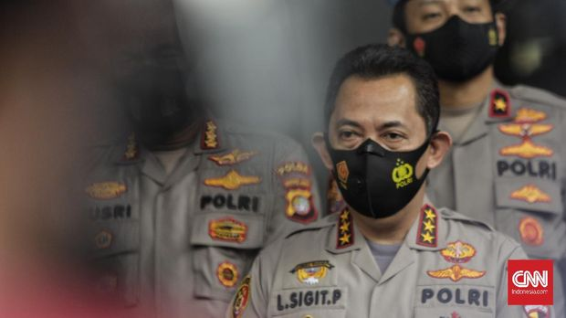 Kepala Badan Reserse Kriminal (Kabareskrim) Polri Komjen Pol Listyo Sigit Prabowo memberikan keterangan pers terkait status tersangka pada kasus kerumunan dan pelanggaran protokol kesehatan. Jakarta, Kamis, 10 Desember 2020.