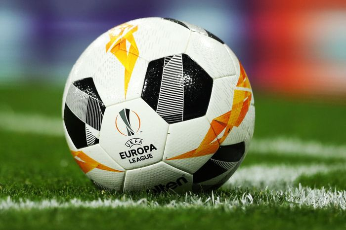 LONDON, ENGLAND - OCTOBER 24: A UEFA Europa League logo is pictured on the match ball during the UEFA Europa League group F match between Arsenal FC and Vitoria Guimaraes at Emirates Stadium on October 24, 2019 in London, United Kingdom. (Photo by Naomi Baker/Getty Images)