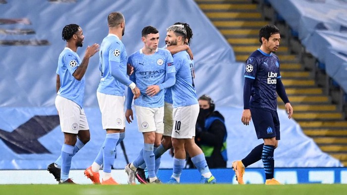 MANCHESTER, ENGLAND - DECEMBER 09: Sergio Aguero of Manchester City celebrates with teammates Nathan Ake, Kyle Walker, Raheem Sterling and Phil Foden after scoring their teams second goal during the UEFA Champions League Group C stage match between Manchester City and Olympique de Marseille at Etihad Stadium on December 09, 2020 in Manchester, England. The match will be played without fans, behind closed doors as a Covid-19 precaution. (Photo by Laurence Griffiths/Getty Images)