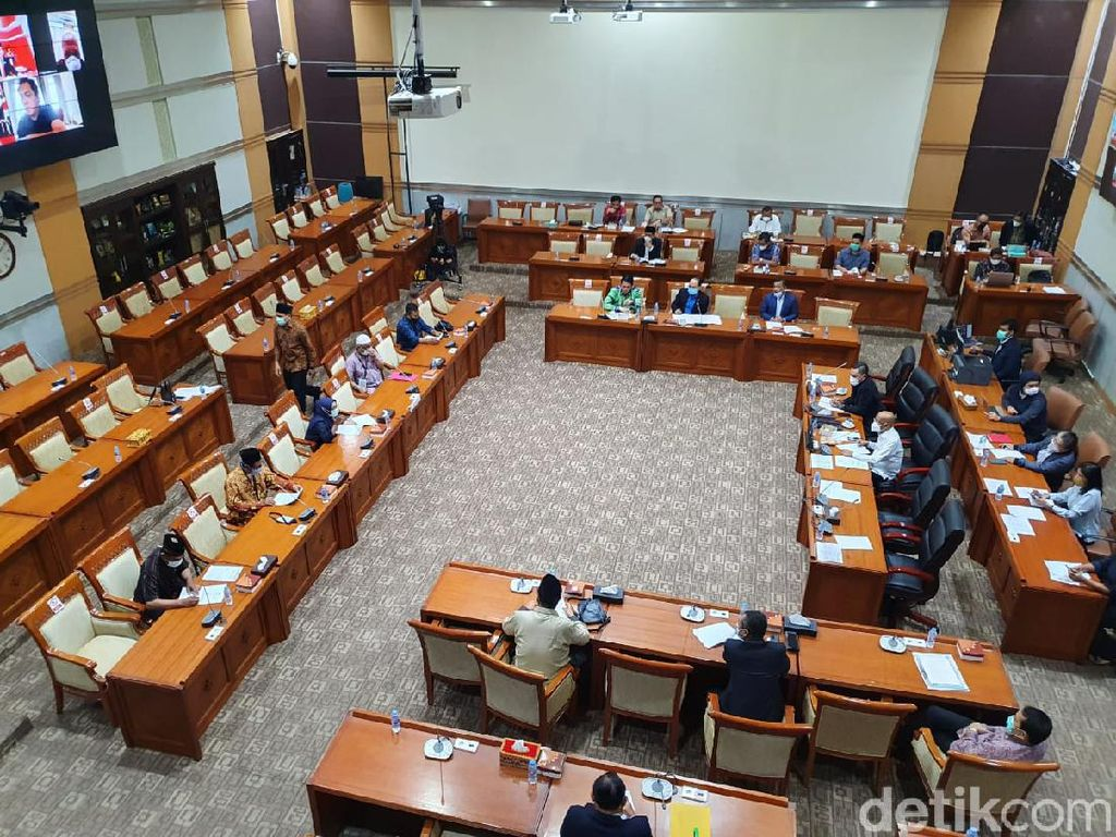 Curhat Keluarga Laskar FPI di Gedung Wakil Rakyat