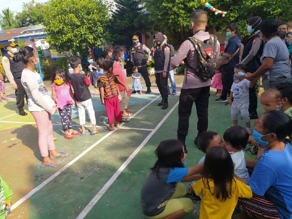 Polisi Beri Trauma Healing ke Anak-anak Korban Banjir Medan