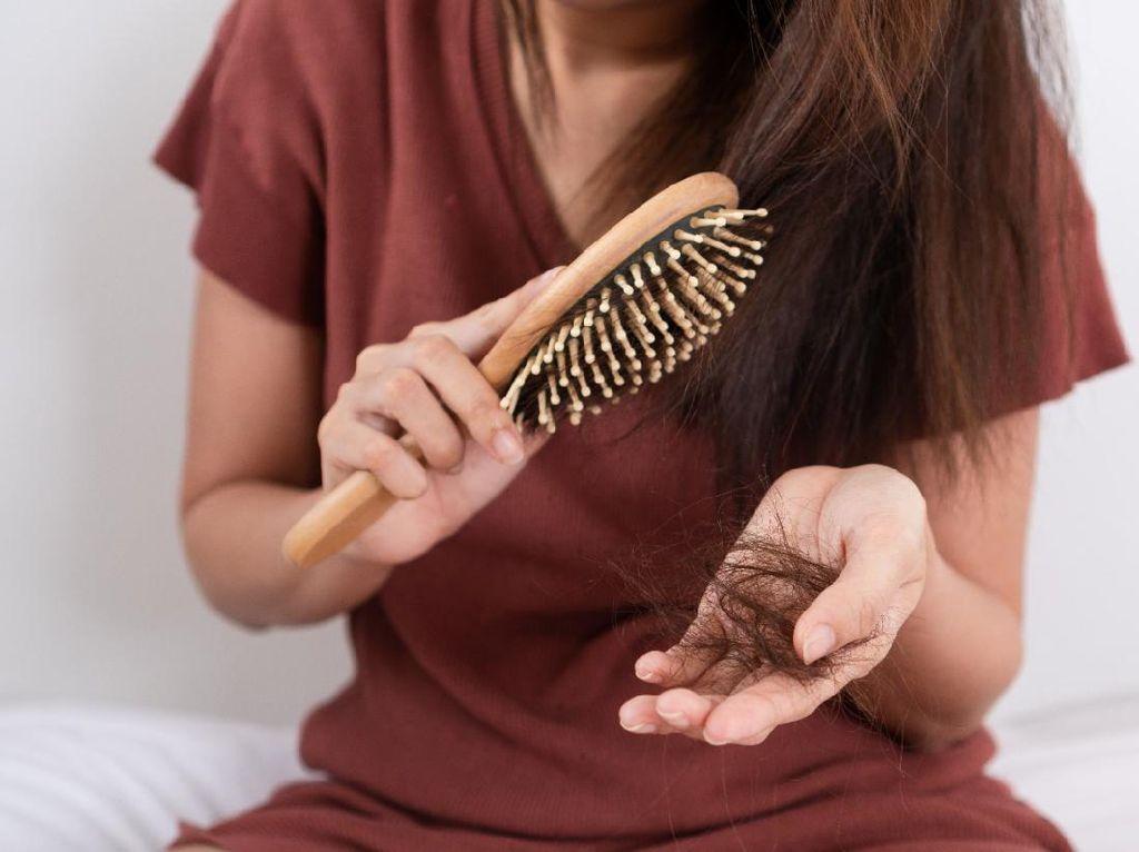 Jangan Dibiarkan, Segera Atasi Rambut Rontok dengan Perawatan Tepat!