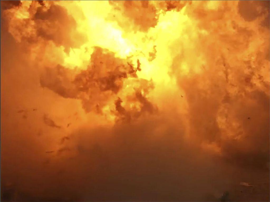 Roket SpaceX Meledak Saat Mendarat Usai Uji Terbang