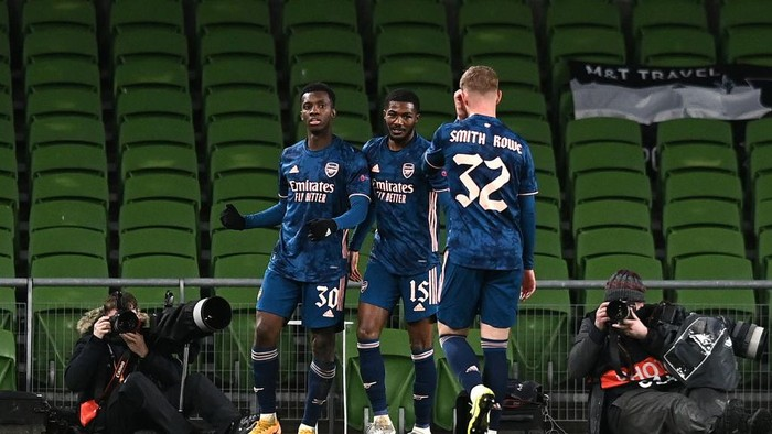 DUBLIN, IRELAND - DECEMBER 10: Eddie Nketiah of Arsenal celebrates after scoring his teams first goal with Ainsley Maitland-Niles of Arsenal an Emile Smith Rowe of Arsenal  during the UEFA Europa League Group B stage match between Dundalk FC and Arsenal FC at Aviva Stadium on December 10, 2020 in Dublin, Ireland. The match will be played without fans, behind closed doors as a Covid-19 precaution. (Photo by Charles McQuillan/Getty Images)