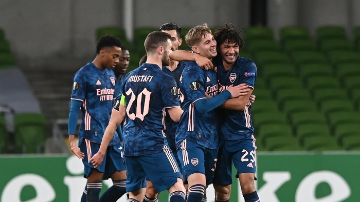 DUBLIN, IRELAND - DECEMBER 10: Mohamed Elneny of Arsenal  celebrates after scoring their teams second goal with his team mates during the UEFA Europa League Group B stage match between Dundalk FC and Arsenal FC at Aviva Stadium on December 10, 2020 in Dublin, Ireland. The match will be played without fans, behind closed doors as a Covid-19 precaution. (Photo by Charles McQuillan/Getty Images)