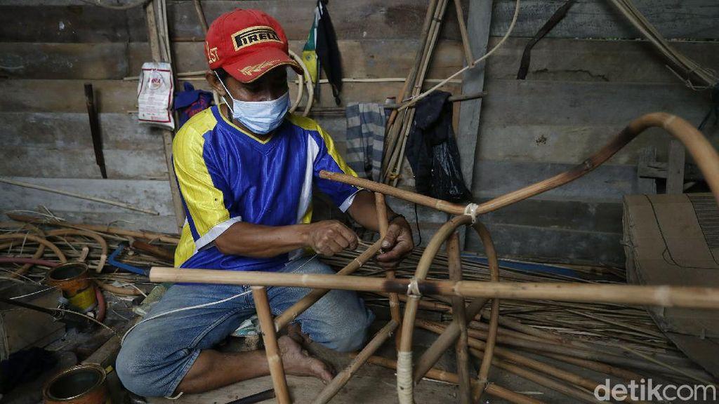 PLBN Aruk Tutup, Ini Cara Penjual Rotan Pasarkan Produknya ke Malaysia