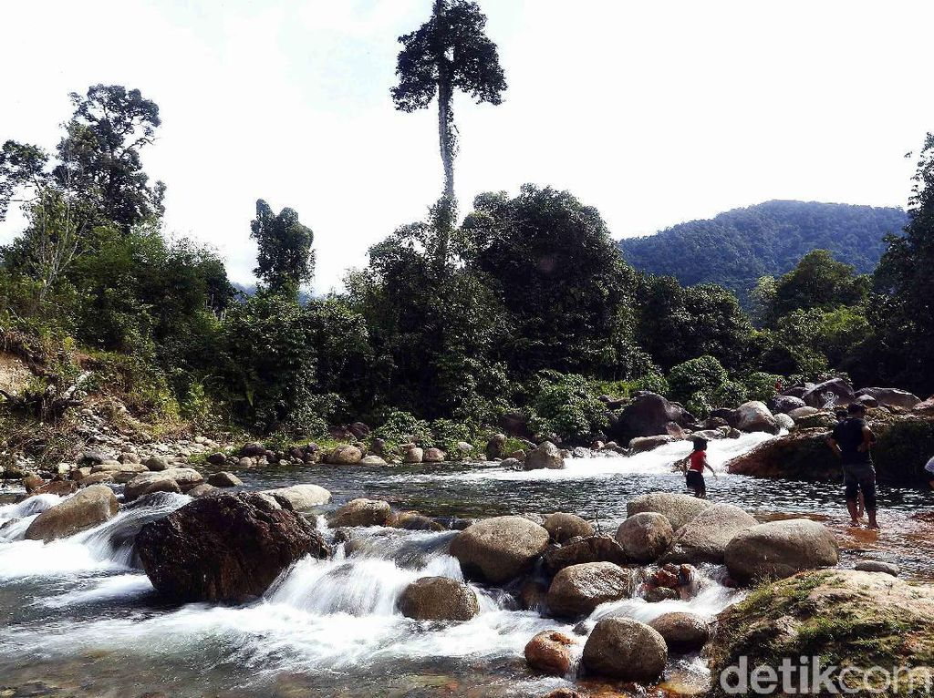 Yang Segar-segar di Perbatasan Kalimantan, Riam Sunge Banokng