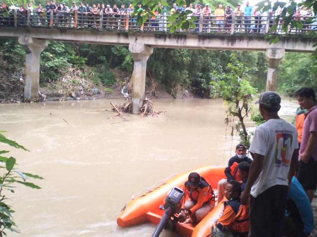 Kepleset Lalu Jatuh ke Sungai Kedung Bener, ABG di Kebumen Hilang