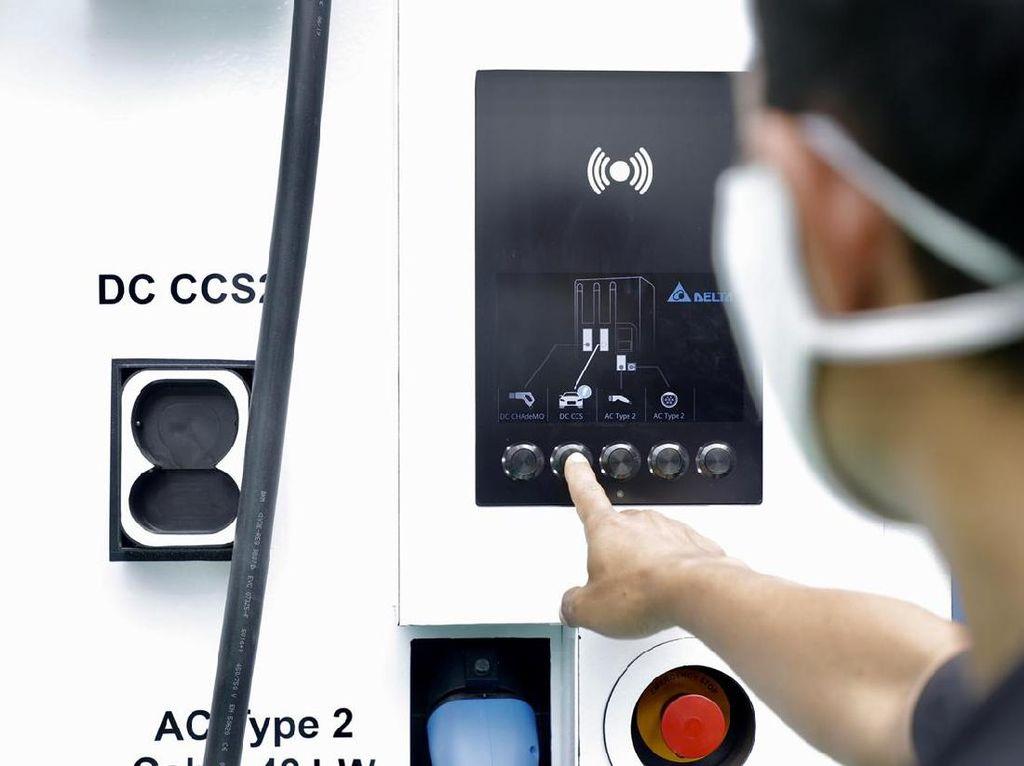 Isi Baterai Kendaraan Listrik di SPKLU Pakai Aplikasi, Nih Caranya