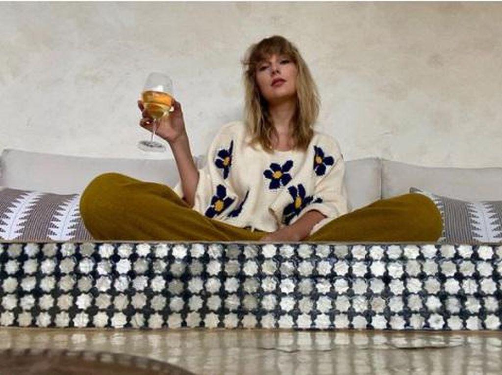 Taylor Swift Jago Bikin Cake hingga Cinnamon Roll