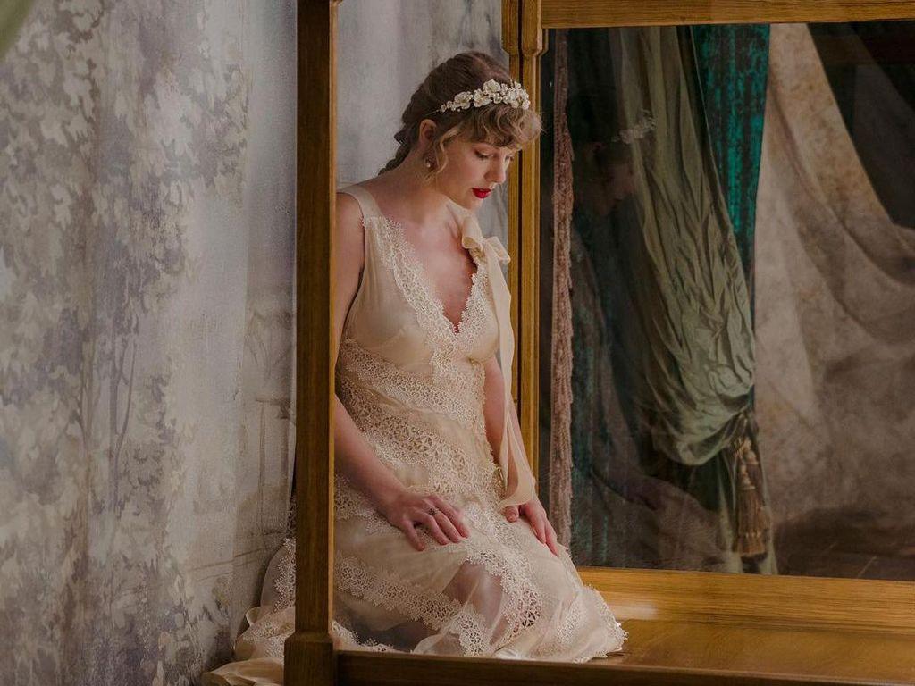 Makna di Balik Rambut Kepang Taylor Swift di Album Evermore
