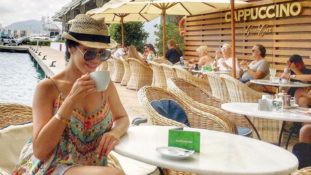 10 Potret Vicky Zainal dari London hingga Coachella sebelum Digugat Cerai