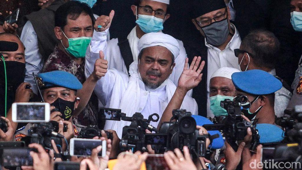 Acungan Jempol Habib Rizieq di Polda Metro Jaya