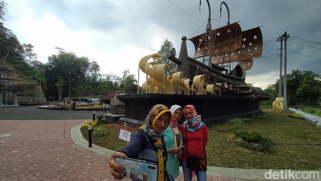 Potret Gerbang Kapal Samudra Raksa Menuju Candi Borobudur