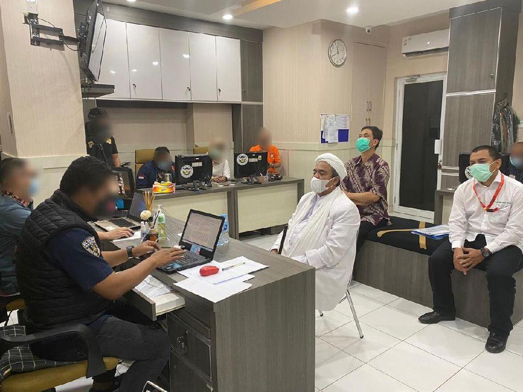 Rizieq Masih Diperiksa, Polisi Beri Beberapa Penjelasan
