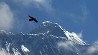Enggak Cuma 1 Orang, Pendaki Positif Covid-19 di Gunung Everest Sampai Puluhan