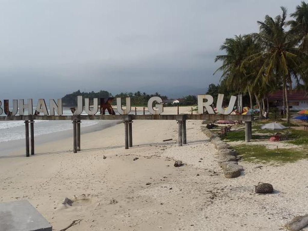 Pantai Krui Lampung, Surganya Penikmat Ombak Kelas Dunia
