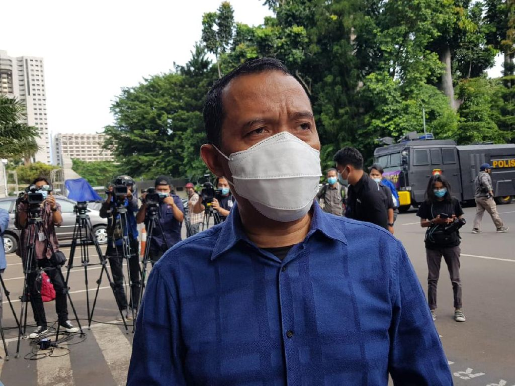 HRS Tak Mau Bicara Banyak di Pemeriksaan, Pilih Langsung Jelaskan di Sidang