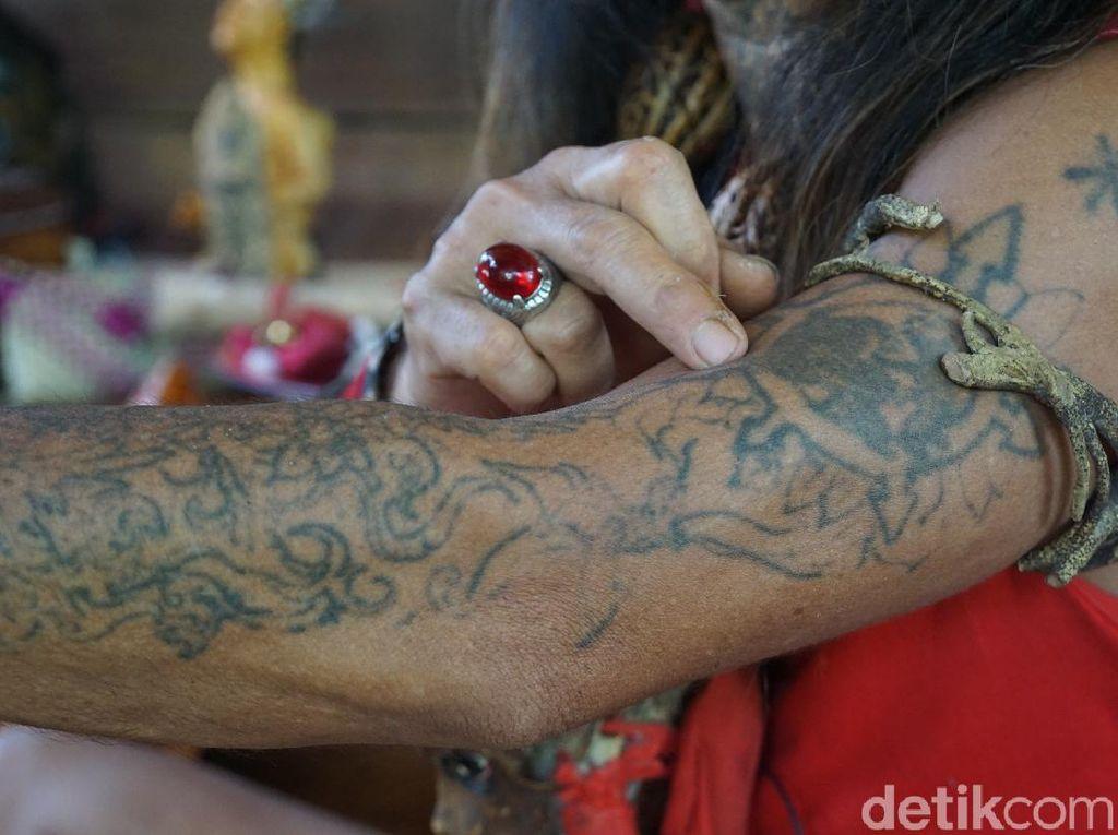 Tato, Identitas Mendarah Daging Suku Dayak
