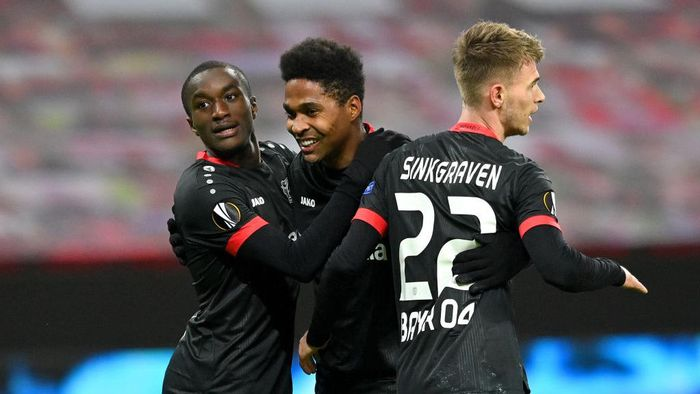 LEVERKUSEN, GERMANY - DECEMBER 10: Moussa Diaby celebrates with Wendell and Daley Sinkgraven of Bayer Leverkusen after scoring his sides third goal during the UEFA Europa League Group C stage match between Bayer 04 Leverkusen and Slavia Praha at BayArena on December 10, 2020 in Leverkusen, Germany. Sporting stadiums around Germany remain under strict restrictions due to the Coronavirus Pandemic as Government social distancing laws prohibit fans inside venues resulting in games being played behind closed doors. (Photo by Sascha Steinbach - Pool/Getty Images)