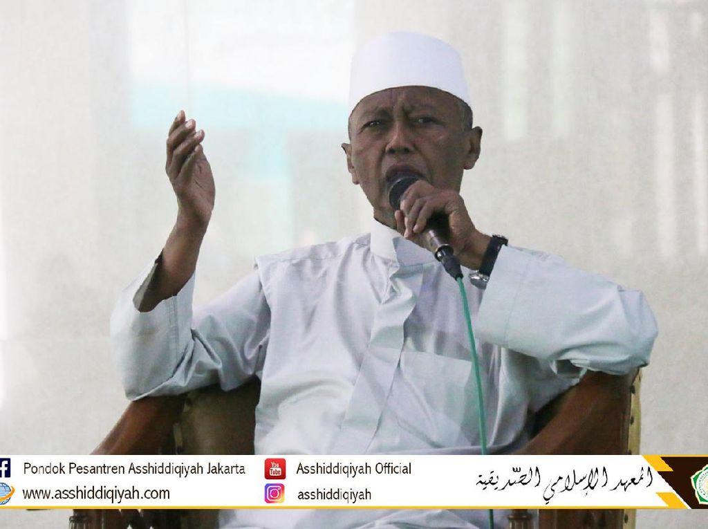 Duka Ponpes Asshiddiqiyah KH Noer Muhammad Iskandar Tutup Usia