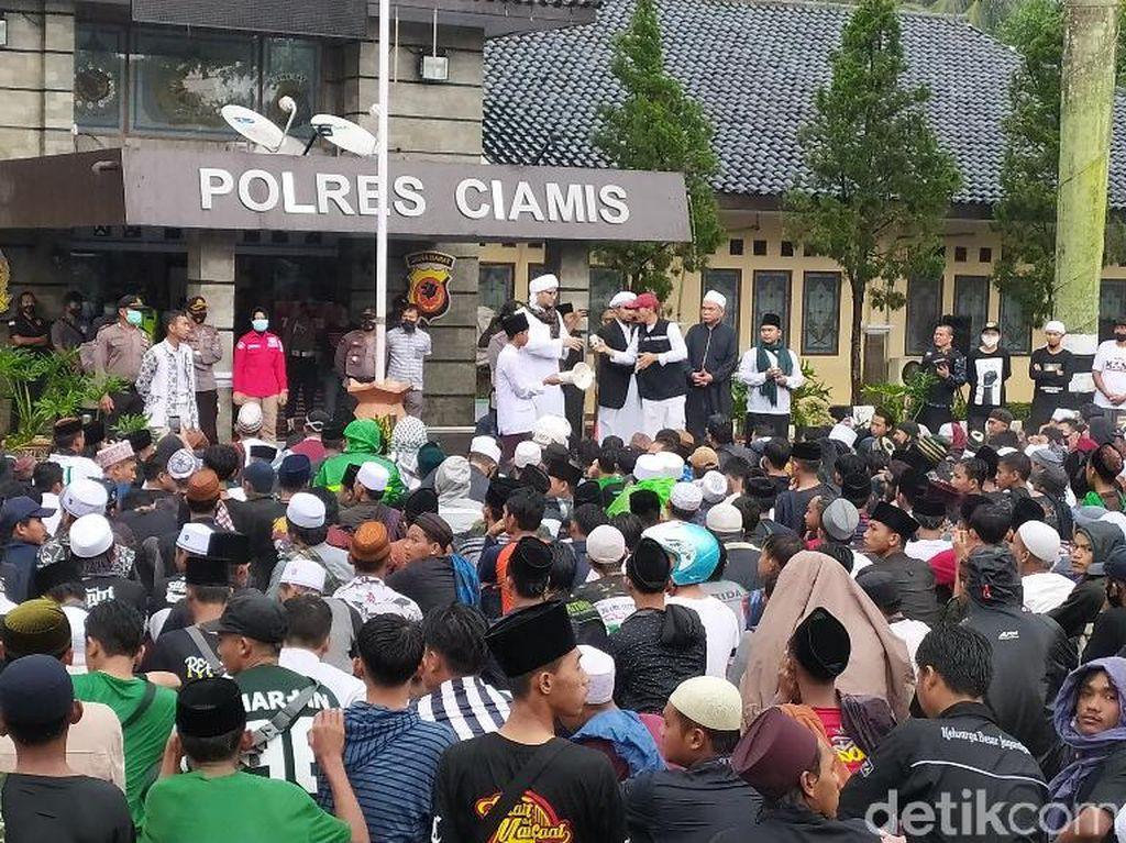 Massa Datangi Polres Ciamis Protes Penahanan HRS, Ini Respons Kapolres