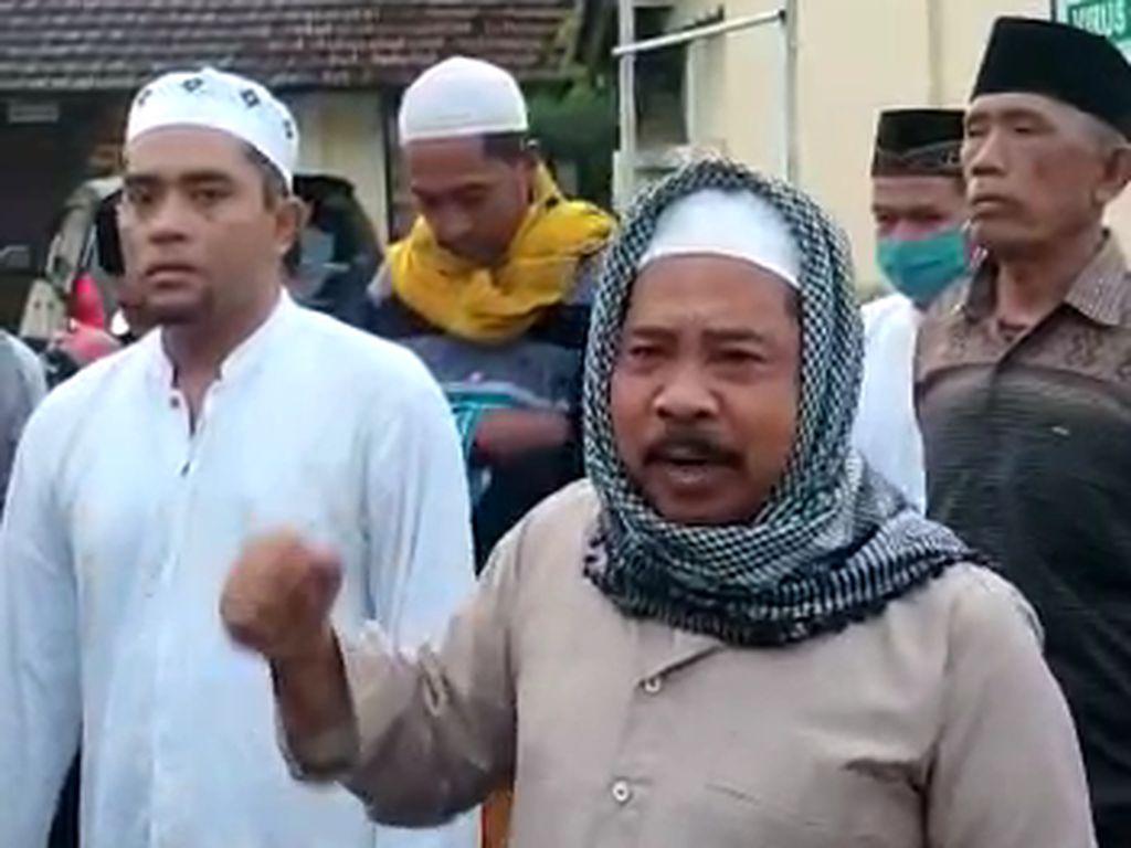 Massa Protes Datangi Polsek Tanggul Jember Gegara Habib Rizieq Ditahan