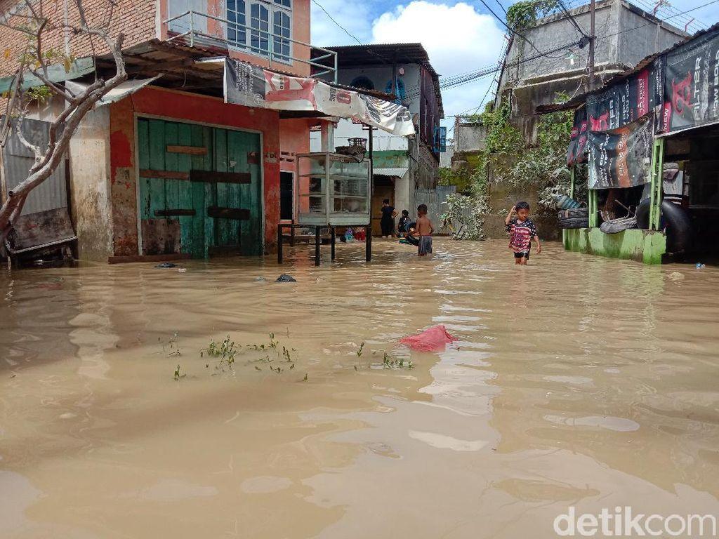 Banjir Kembali Landa Kawasan Medan Maimun Sumut