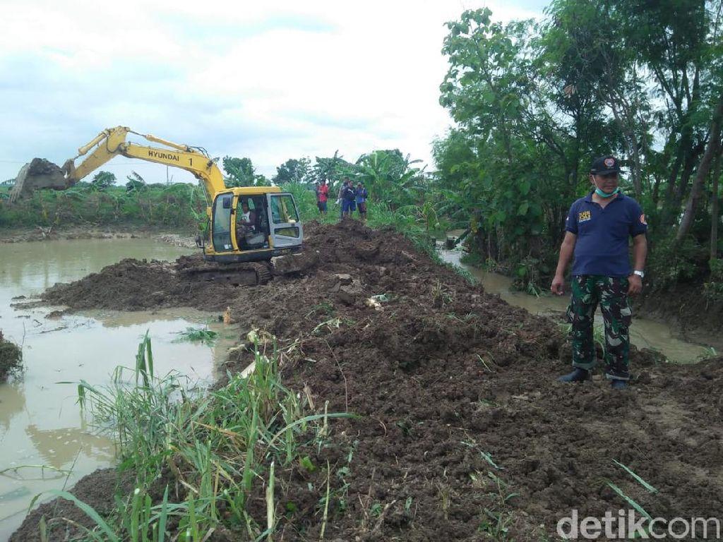 Hujan Deras Dua Hari Jebol 3 Titik Tanggul di Lamongan