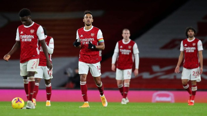 LONDON, ENGLAND - DECEMBER 13: Pierre-Emerick Aubameyang of Arsenal reacts after scoring an own goal during the Premier League match between Arsenal and Burnley at Emirates Stadium on December 13, 2020 in London, England. A limited number of spectators (2000) are welcomed back to stadiums to watch elite football across England. This was following easing of restrictions on spectators in tiers one and two areas only. (Photo by Catherine Ivill/Getty Images )