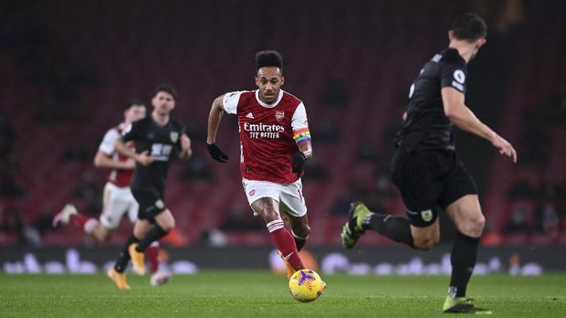 Arsenal's Pierre-Emerick Aubameyang controls the ball during an English Premier League soccer match between Arsenal and Burnley at the Emirates stadium in London, England, Sunday Dec. 13, 2020. (Laurence Griffiths/Pool via AP)