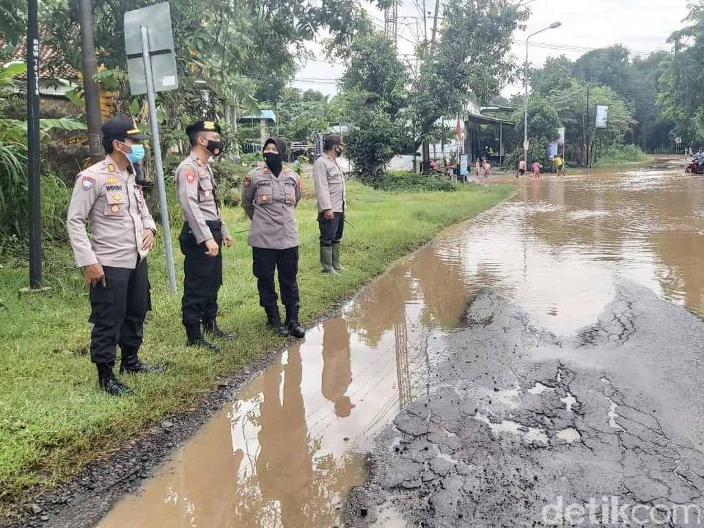Sungai Madiun Meluap di Ngawi, Jalan 3 Desa Terendam Banjir