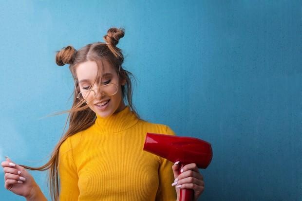 Penggunaan hair dryer dengan suhu tinggi tidak baik untuk rambut