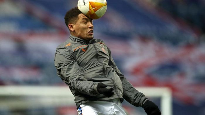 GLASGOW, SCOTLAND - DECEMBER 03: James Tavernier of Rangers heads the ball during his warm up prior to the UEFA Europa League Group D stage match between Rangers and Standard Liege at Ibrox Stadium on December 03, 2020 in Glasgow, Scotland. Sporting stadiums around the UK remain under strict restrictions due to the Coronavirus Pandemic as Government social distancing laws prohibit fans inside venues resulting in games being played behind closed doors. (Photo by Ian MacNicol/Getty Images)