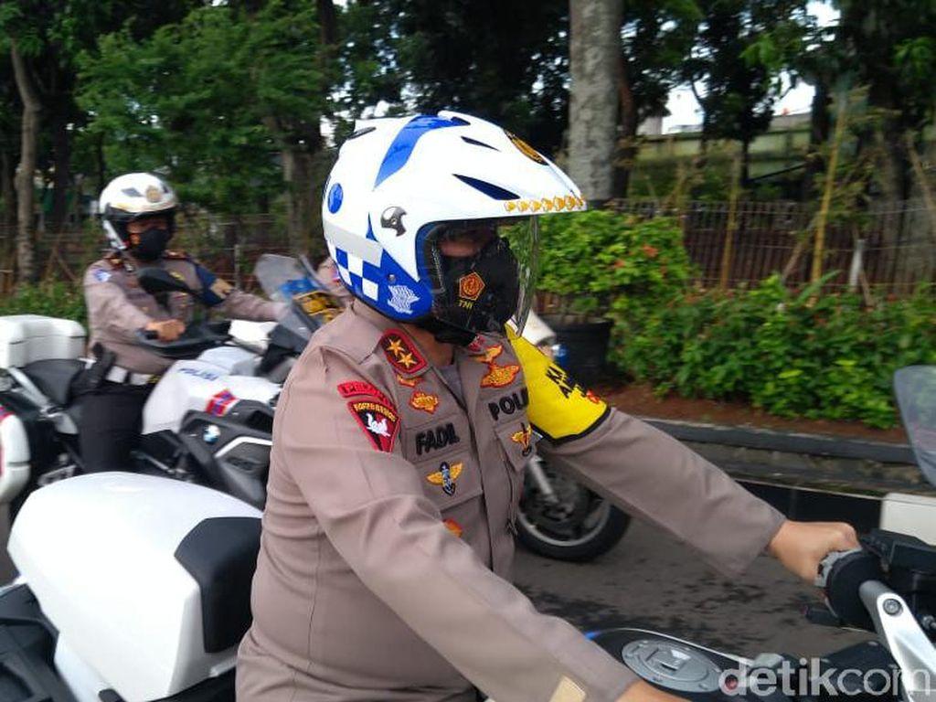 Ngeeeng! Kapolda Metro-Kasdam Jaya Patroli Keliling Jakarta Naik Motor