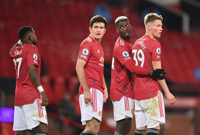 MANCHESTER, ENGLAND - DECEMBER 12: (L-R) Fred, Harry Maguire, Paul Pogba and Scott McTominay of Manchester United stand in a wall as they defend a free kick during the Premier League match between Manchester United and Manchester City at Old Trafford on December 12, 2020 in Manchester, England. The match will be played without fans, behind closed doors as a Covid-19 precaution. (Photo by Michael Regan/Getty Images)