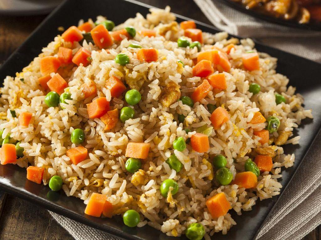 7 Makanan Pantangan Asam Urat dan Kolesterol hingga Resep Nasgor Kondangan