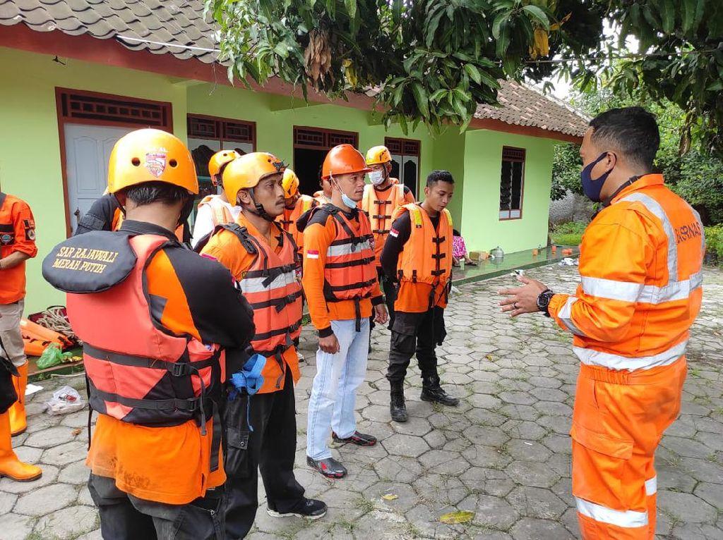 Pencarian Anggota TNI yang Tertabrak Kereta di Sragen