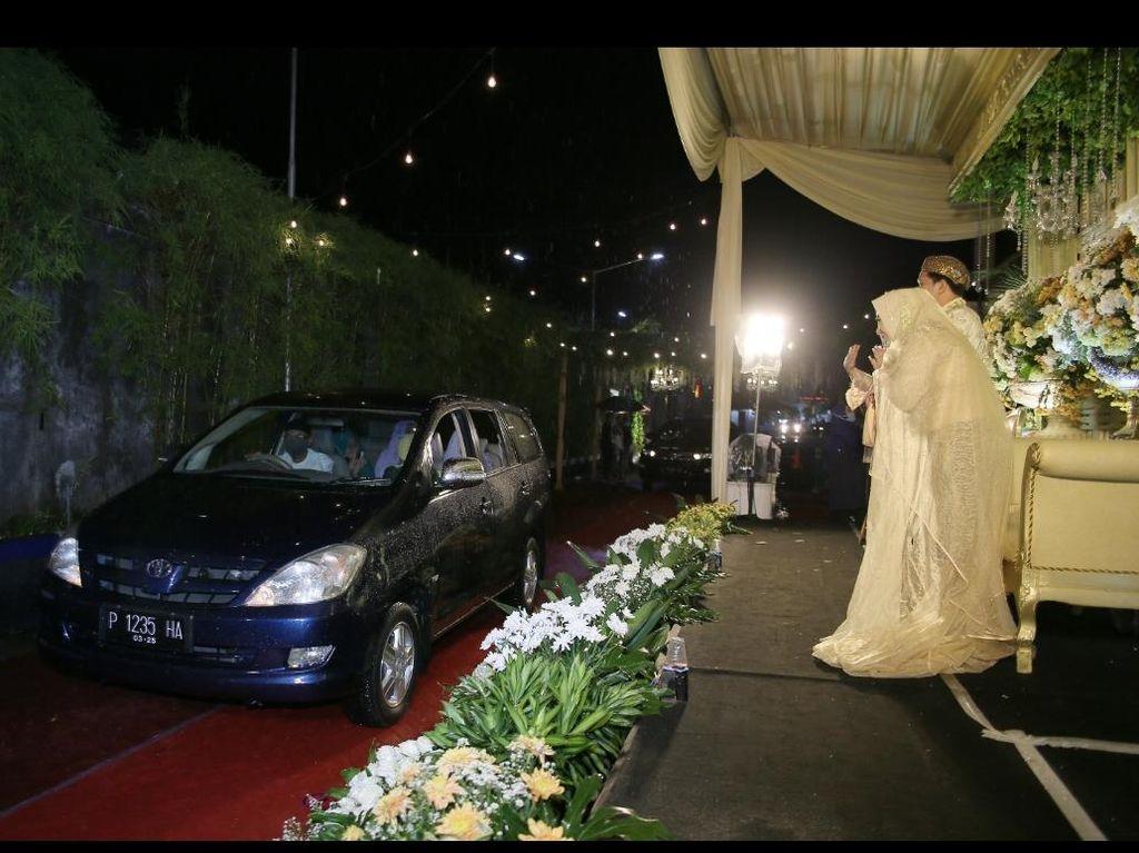 Begini Resepsi Pernikahan Drive Thru di Jember Cegah Penularan COVID-19