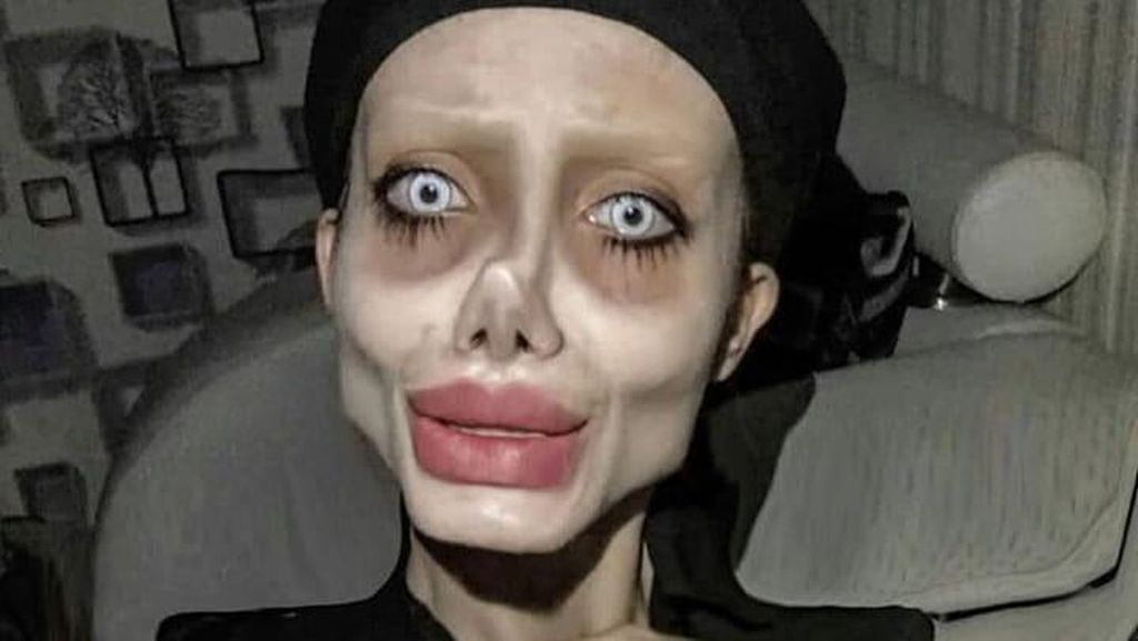 10 Foto Sahar Tabar Bergaya Zombie Angelina Jolie